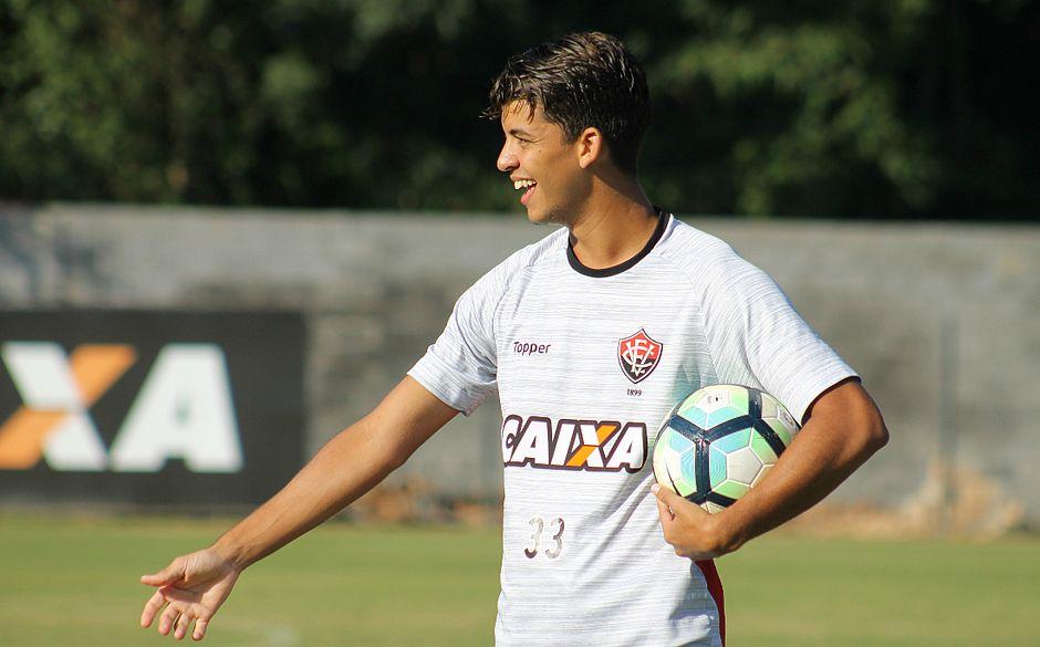 Bruno deve fazer seu segundo jogo consecutivo na zaga do Vitória contra a Chape