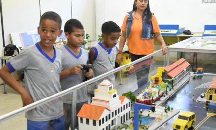 Centro Interativo do Detran recebe crianças para orientações sobre risco de acidentes