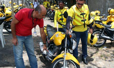 Mototaxistas passam por vistoria para regulamentação da atividade em Salvador
