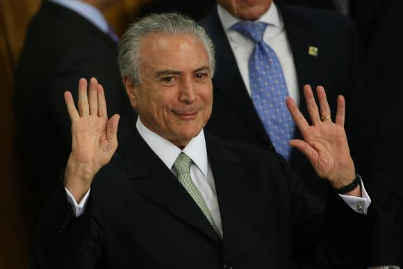 Temer recebe alta de hospital em São Paulo e segue para Brasília