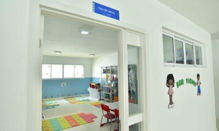 Festa marca entrega de escola completamente reconstruída no Alto do Cabrito