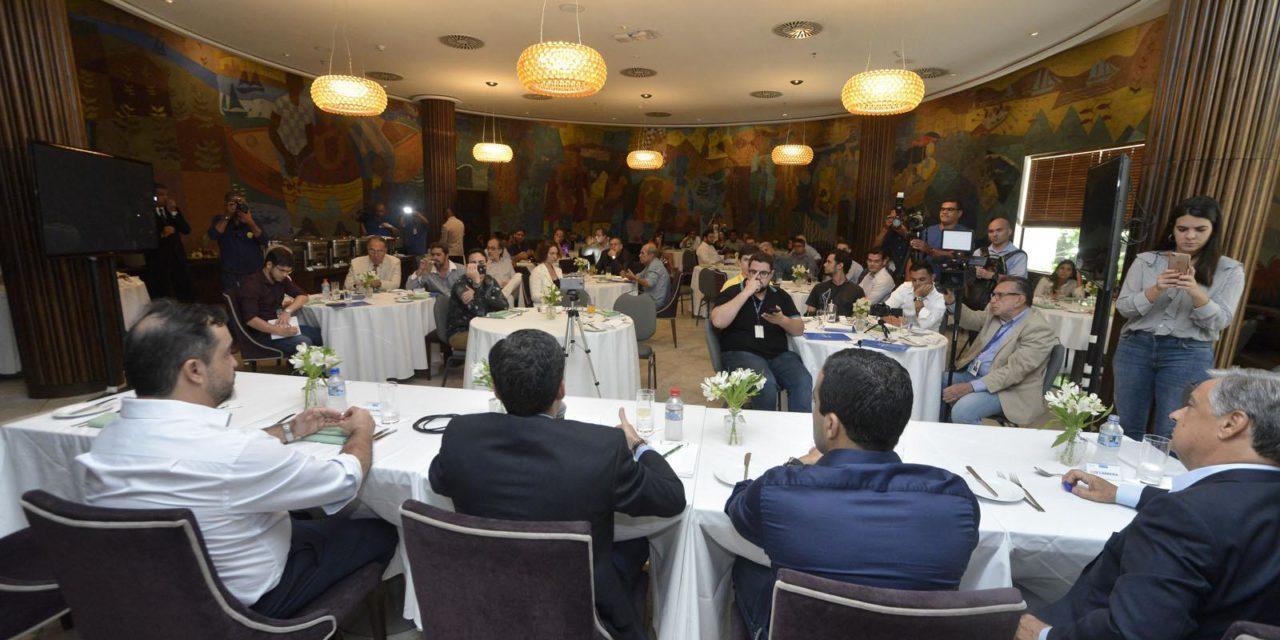Em almoço com mais de 60 jornalistas, ACM Neto diz que já assinou contrato do BRT
