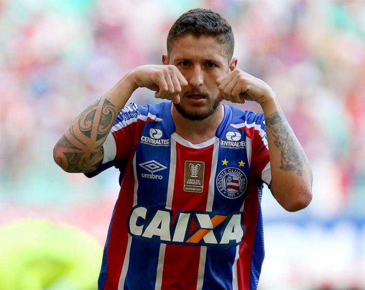 Bellintani diz que o Bahia não pretende negociar Zé Rafael, que faz parte do projeto 2018 do clube
