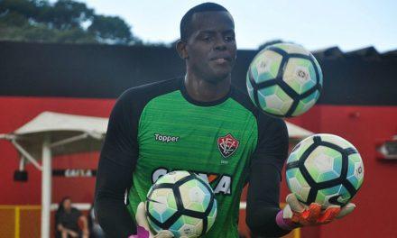 Diretor de futebol do Vitória diz em que em janeiro terá um conversa com o goleiro Caíque