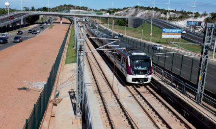 Em viagem teste, metrô chega pela primeira vez a Lauro de Freitas