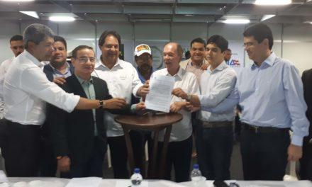 Assinado contrato para implantação da Estrada do Chocolate no sul da Bahia