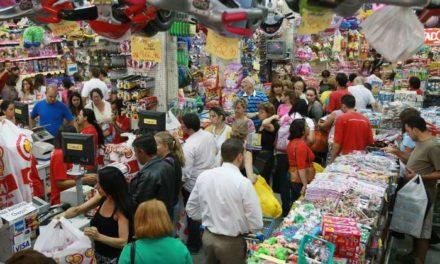 SPC Brasil: 84% dos brasileiros devem comemorar o Natal; gasto médio com a ceia será de R$ 136