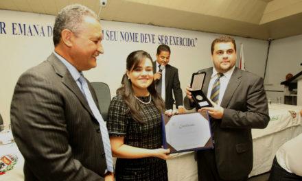 Primeira-dama da Bahia recebe honraria por trabalho social em Jequié
