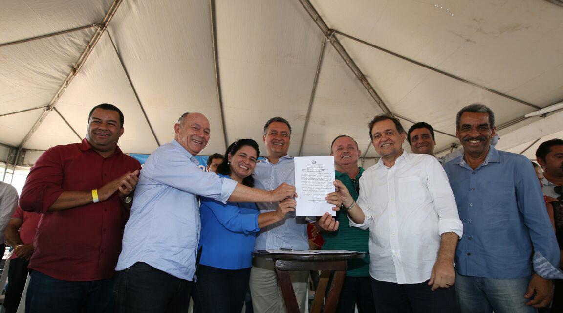 Rui anuncia construção de escola em distrito de Campo Formoso
