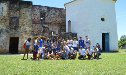 Estudantes de Valente conhecem história de Praia do Forte