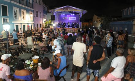 Agenda cultural diversificada alegra baianos e turistas no Pelô