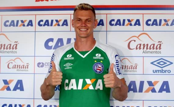 Reforço contratado pelo Bahia, Goleiro Douglas comemora acerto com o Esquadrão