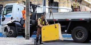 Transalvador começa a desmontar barreiras de trânsito do Carnaval