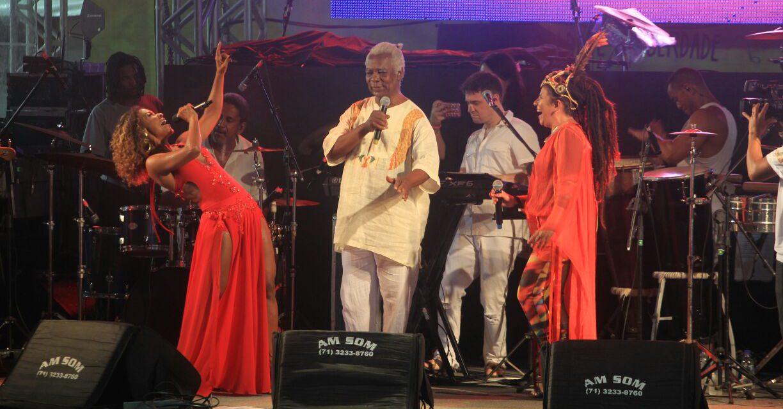 Canto às entidades africanas marca show no Largo do Pelourinho
