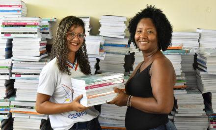 Estudantes do Ensino Médio recebem novos livros didáticos