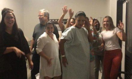 Ivete Sangalo dá a luz às gêmeas Marina e Helena