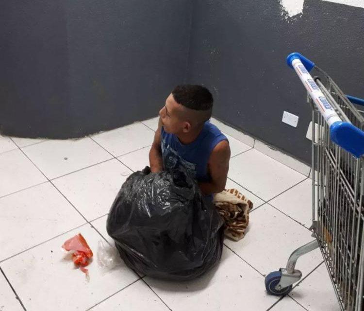 Preso é flagrado tentando fugir de delegacia em saco de lixo