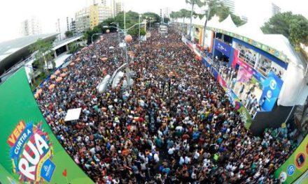 Carnaval de Salvador toma banho de pipoca e de vigor