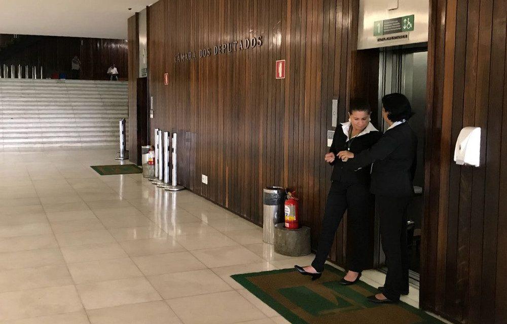 Para manter 74 ascensoristas Congresso gasta mais de R$ 5 milhões por ano
