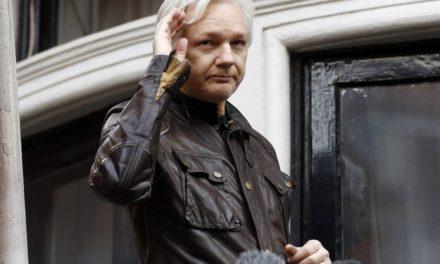 Equador deixa Assange incomunicável por interferir na política internacional