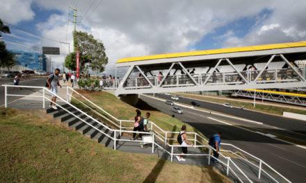 Passarela da Estação Imbuí do metrô é entregue oficialmente à população