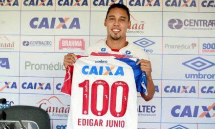 Edigar Junio comemora marca de 100 partidas pelo Bahia