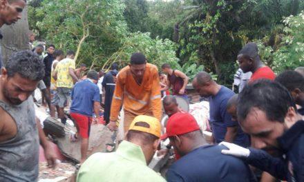 Desabamento de prédio mata criança e deixa soterrados no bairro de Pituaçu, em Salvador