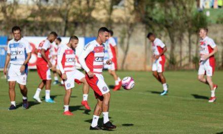 Bahia treinou nesta sexta de olho no jogo com a Juazeirense