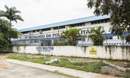 Criminosos roubam caminhões com alimentos que abasteceriam batalhão da PM na Baixada Fluminense