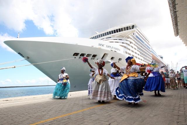 Navios de Cruzeiro trazem mais de 7,5 mil turistas à capital baiana