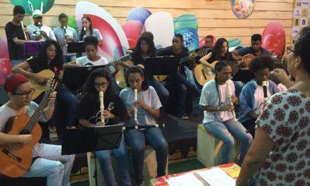 Centro Estadual de Educação Profissional cria Orquestra de Flauta Doce com alunos de música