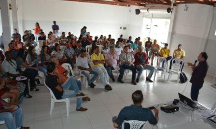 Encontro em Capim Grosso reúne cooperativas e empresários que trabalham com licuri