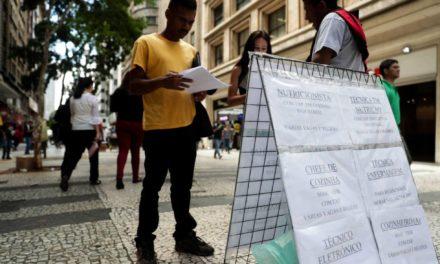 Desemprego a 13,1% se soma à incerteza política e reforça freio à retomada econômica