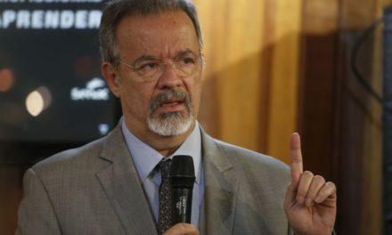 Jungmann comenta declaração de Villas Bôas e diz ele se referiu ao 'respeito à Constituição'
