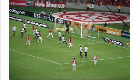 Após uma grande defesa Caíque falha vexatoriamente e Vitória perde para o Inter pela Copa do Brasil