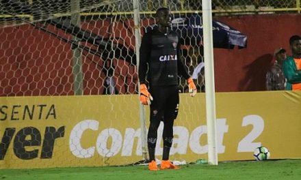 Caíque brilha, Vitória elimina Inter e vai às oitavas de final
