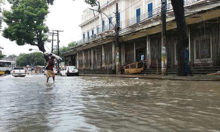 Meteorologistas dizem que chuva deve ficar em Salvador até domingo