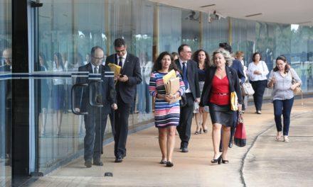 Juízes e promotores defendem no STF manutenção da prisão após decisão de segunda instância