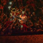 Lula se entrega a Polícia Federal saindo à pé do sindicato