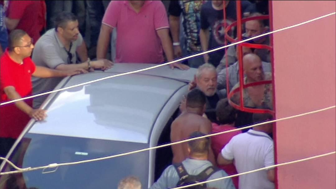 Prisão de Lula: ex presidente diz que vai se entregar e provar sua inocência
