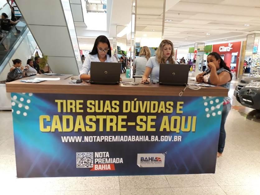 Balcões da Nota Premiada Bahia orientam a população em shoppings