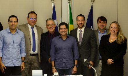 ACM Neto dá posse a novos secretários municipais