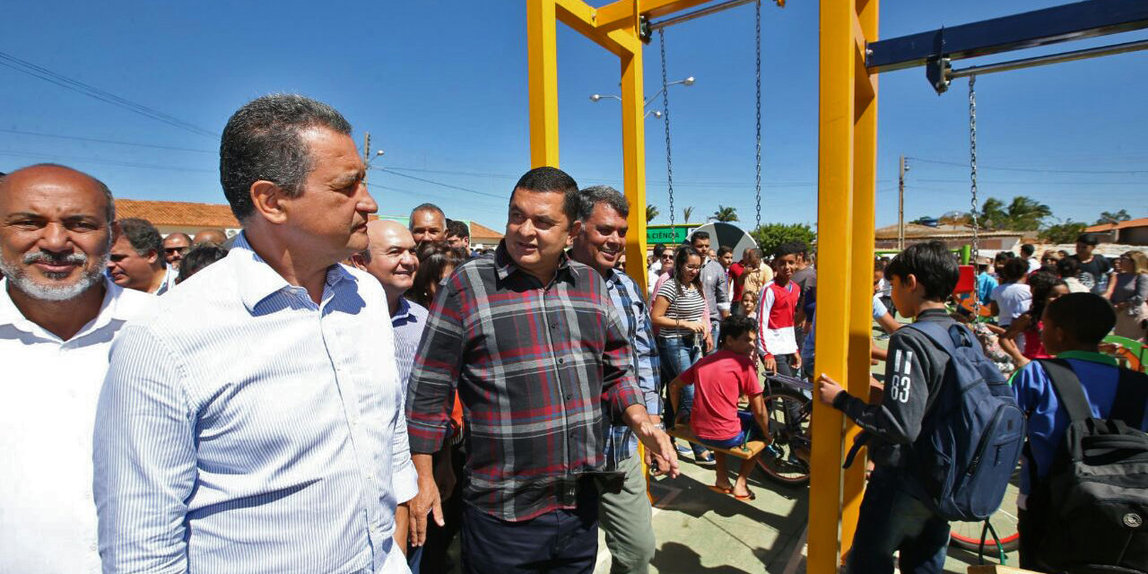 Em Lapão, sede e distritos recebem obras e novas autorizações