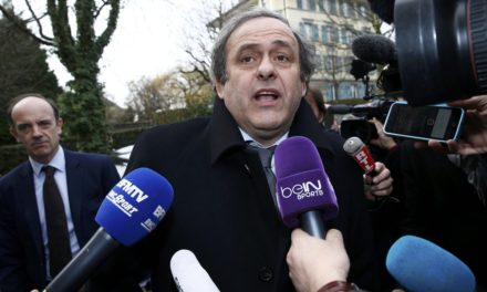 """Platini cita """"pequena trapaça"""" para que França pegasse Brasil na final em 1998"""