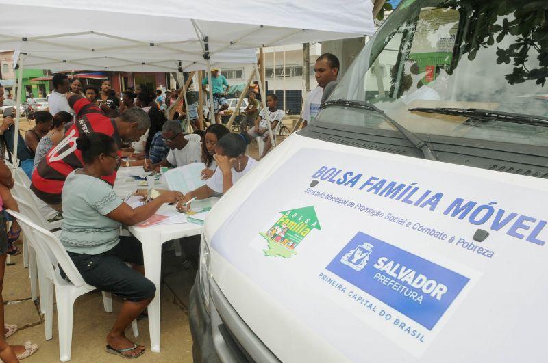 Bolsa Família Móvel estará em três bairros nesta semana