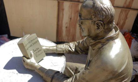 Pituba ganha estátua de João Ubaldo e nova Praça Wilson Lins nesta sexta (18)