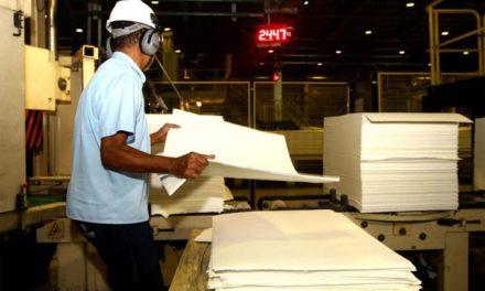 Depois de cinco meses de alta, emprego na indústria cai 0,2%