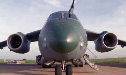 Avião militar KC-390 da Embraer tem incidente em pista durante teste em Gavião Peixoto, SP