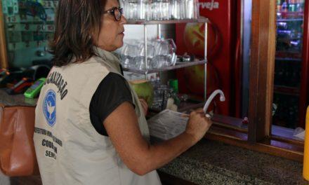"""Operação """"Milho Verde"""" da Codecon fiscaliza oito supermercados na Avenida Paralela"""