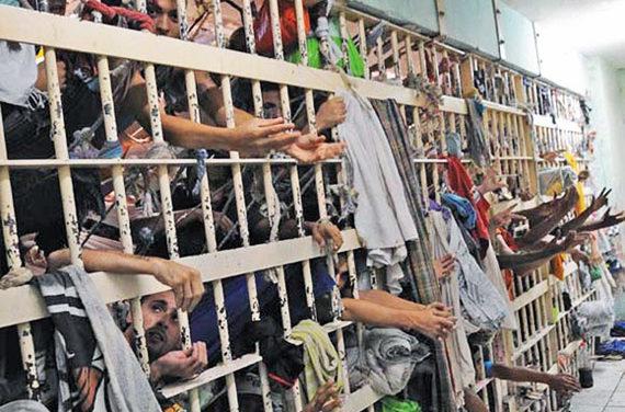 Prisões são o principal nó da segurança, diz ministro
